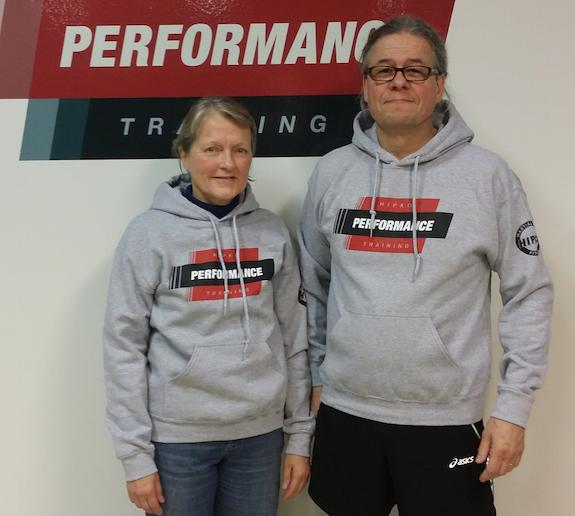Marjaana (63v) ja Jyrki (62v) kertovat harjoittelustaan Hipkon Performance salilla